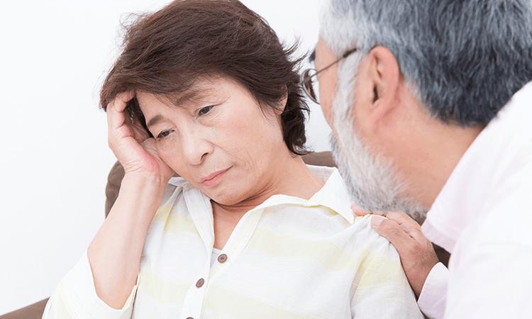 老人性難聴を放置すると起こりうるリスクとは